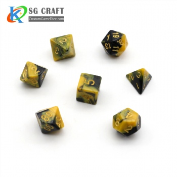 BLACK AND YELLOW MIXED PLASTIC DICE SET