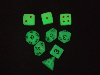 WHITE PLASTIC DICE SET